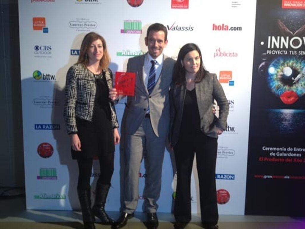 Inma Ruiz, Christian Espolín y Anna Bosch, de Jotun Ibérica. Premio a Jotun Majestic Resist (Pinturas)