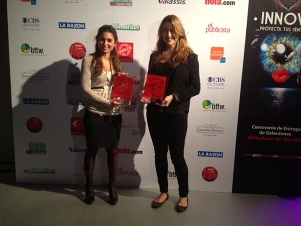 Inés Reverter y Elisabet Gómez, de Vileda. Premios a Fregona Vileda 1.2. Spray (Utensilios de Limpieza) y Vileda Virobí (Robots)