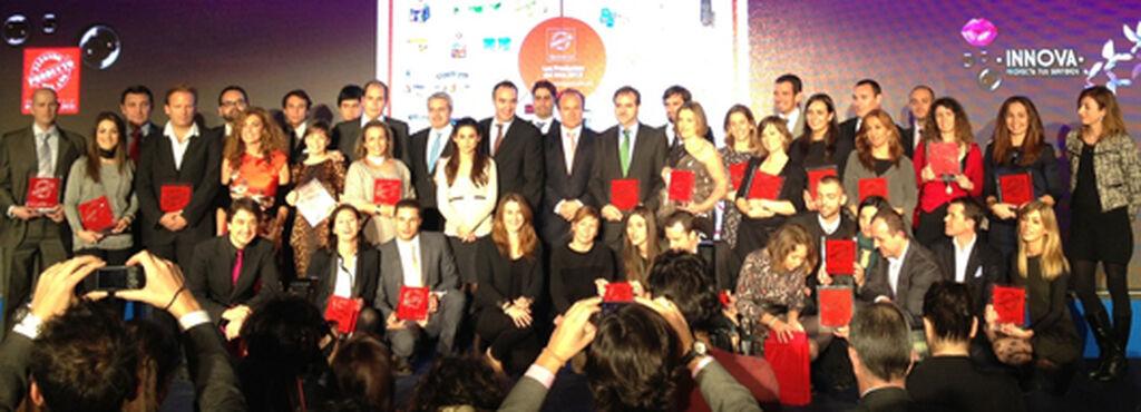 Los ganadores de El Producto del Año 2013 posan al final de la gala