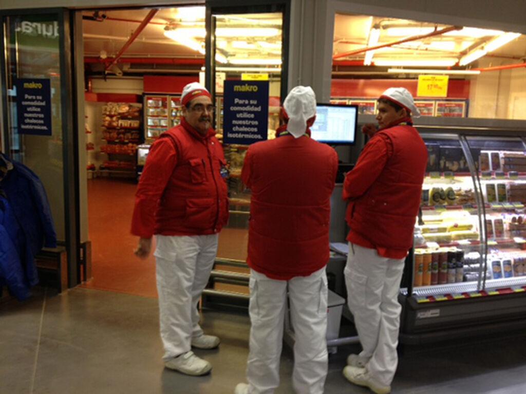 Los carniceros, ante el área de refrigerados