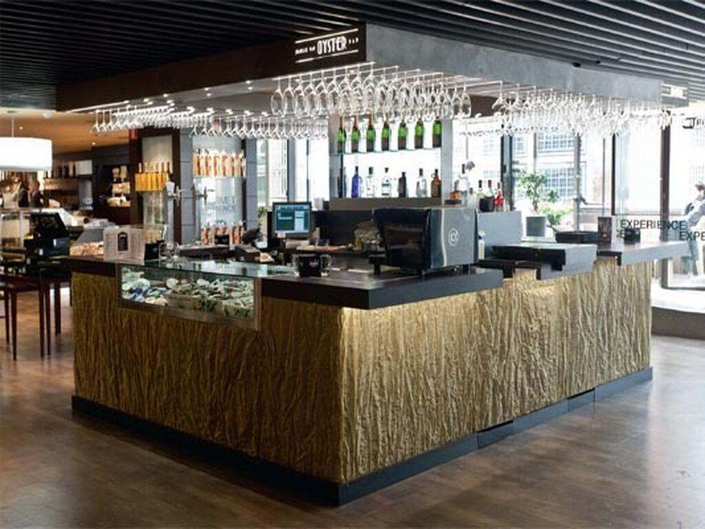 """Juanillo Club incluye un """"oyster bar"""" que recrea una barra de un hotel de Nueva York de los años 50"""