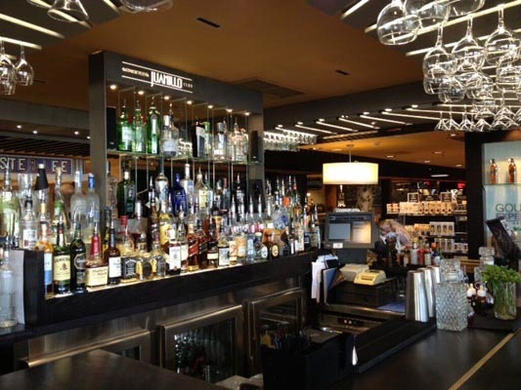 Zona de coctelería de Juanillo Club