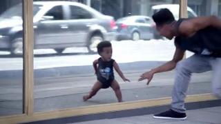 Evian inicia una nueva campaña con bebés marchosos