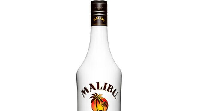 Malibu rediseña el logotipo y su conocida botella blanca