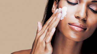La facturación de las cremas faciales femeninas baja el 4,1%