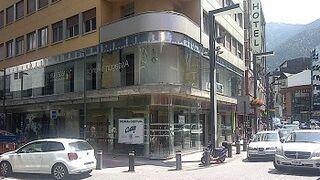 Julia y ópticas Cottet se alían para operar en Andorra
