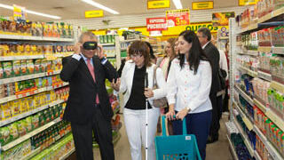 La ONCE reivindica la accesibilidad de los súper para los ciegos