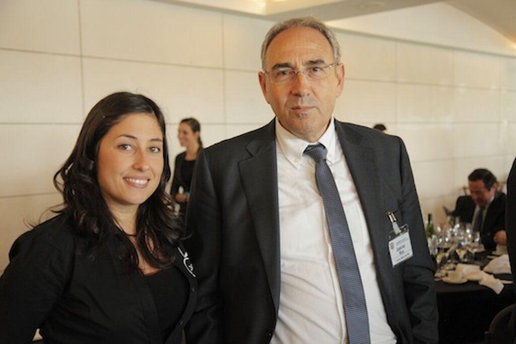 Mar Calderón (GranConsumo.tv), con Gabriel Ros, KAM de Casa Mas, satisfecho con las ventas de sus pizzas cuadradas en Condis