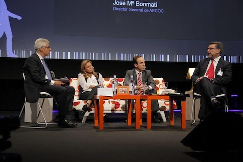 Coloquio dirigido por J.M. Bonmatí (Aecoc), con Margarida Neves (J&J), Mauricio García de Quevedo (Kellogg´s) y Jorge López (3M)