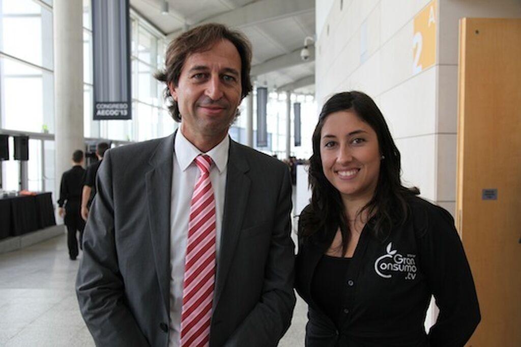 Enric Ezquerra, consejero delegado director general de Condis Supermercats, con Mar Calderón, directora de GranConsumo.tv