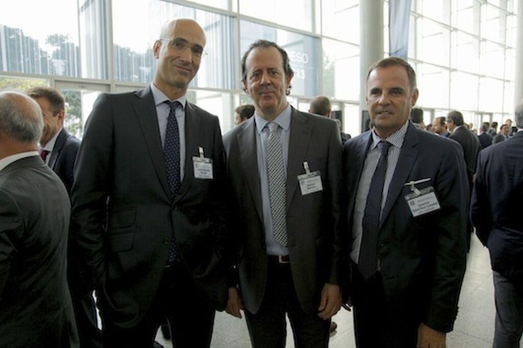 La firma de mobiliario y equipamiento cial. HMY Yudigar, bien representada. José Benito, Rafael Moreno e Ignacio Sánchez-Cendal