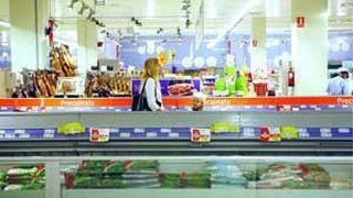 Alimentación y bebidas, el sector más responsable para los españoles