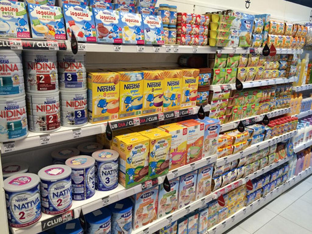 Alimentación infantil, en el fondo derecha de la tienda