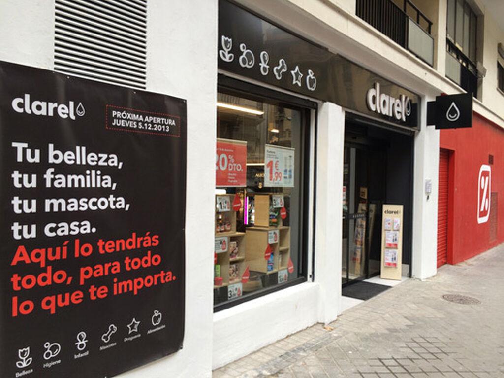 Fachada de una de las 4 tiendas que ya hay en Madrid (18-12-13), en C/ Santísima Trinidad. Curiosamente junto a un DiaFresh