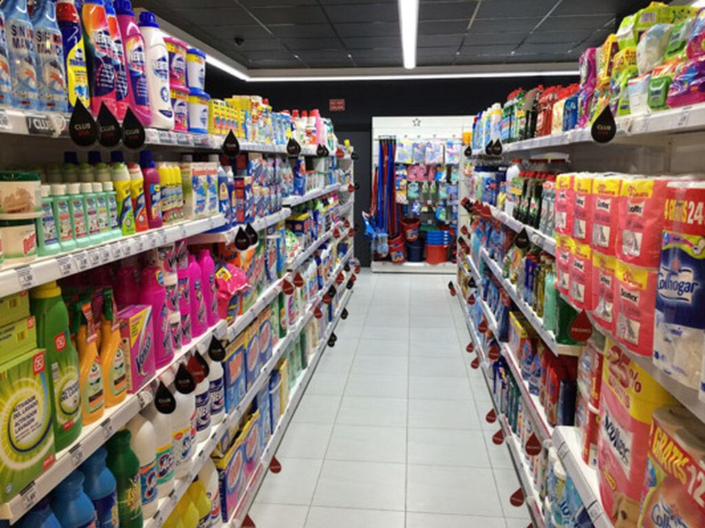 El cuidado del hogar, al fondo de la tienda Clarel