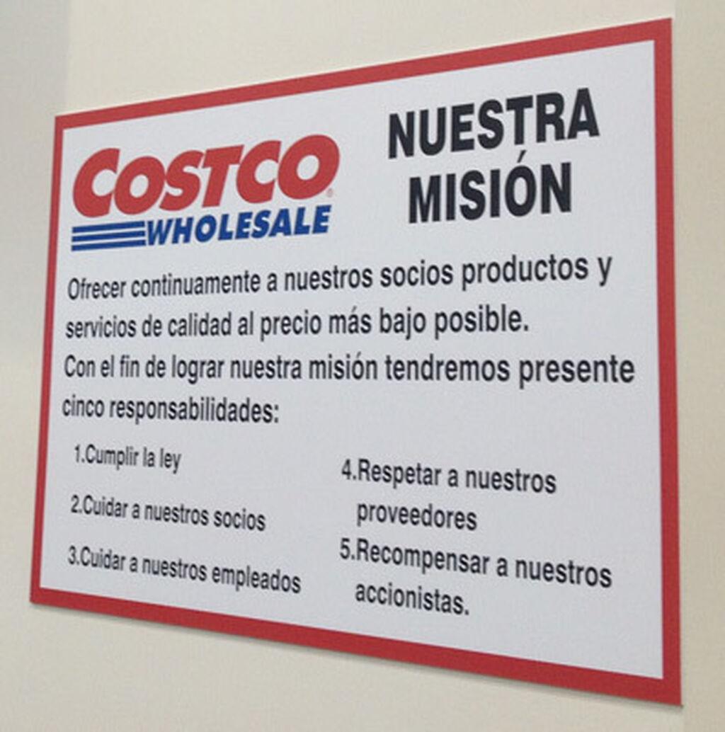 La misión de Costco, resumida en este cartel de cara al público