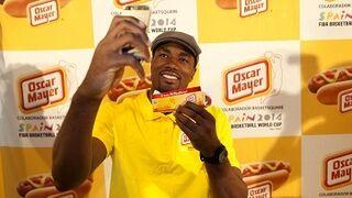 Oscar Mayer presenta a Ibaka en su incorporación a la Selección Española de Baloncesto