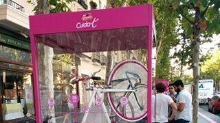 Campofrío Cuída-t + viste de rosa el carril bici en la Milla de Oro