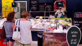Eroski sube el 39% sus compras de bonito del norte descargado en puerto vasco