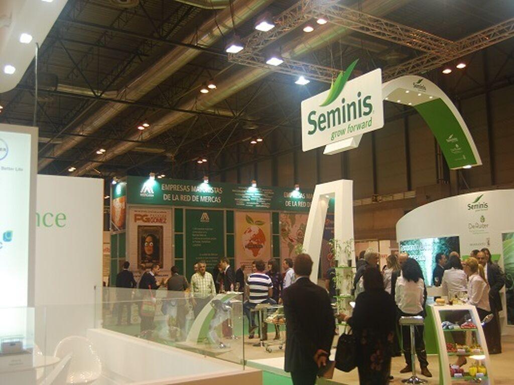 Semillas hortícolas para agricultores y distribuidores (stand de Seminis)