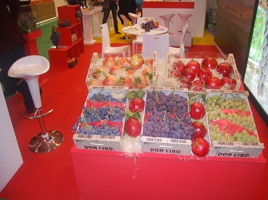 Toda clase de frutas en el stand de Don Ciro
