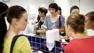 Los baños del trabajo sirven para desconectar, según Tork