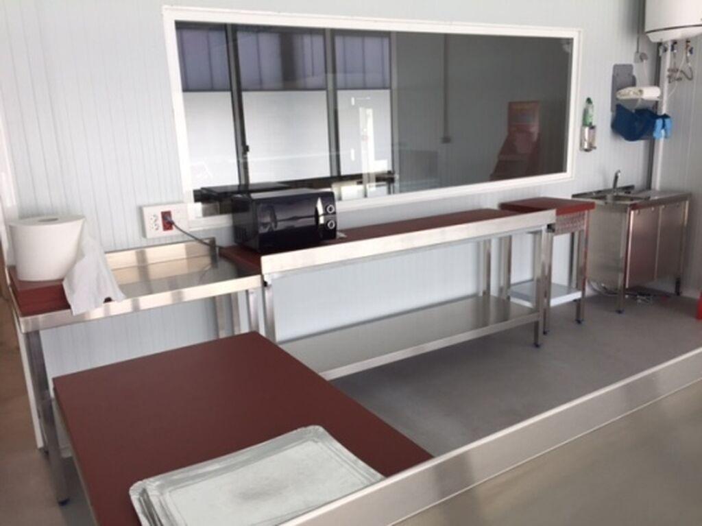 El Aula Taller cuenta con diversas zonas. Sala de despiece de carnicería para formar a los futuros especialistas del sector