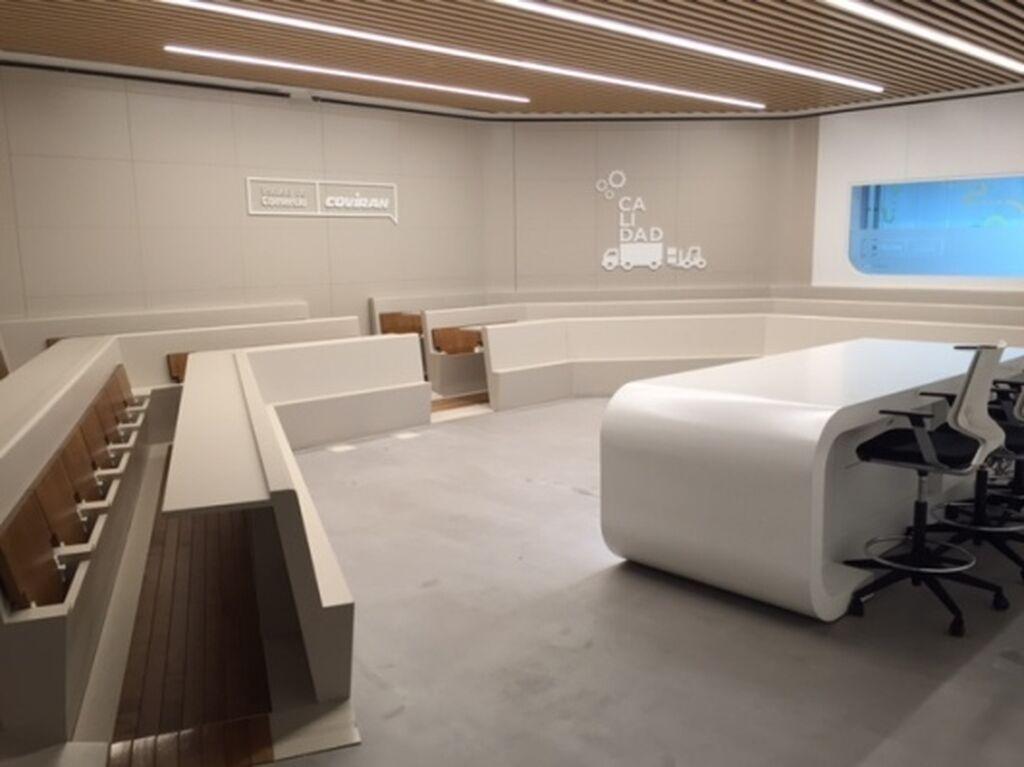 Interior de la sala para comunicar