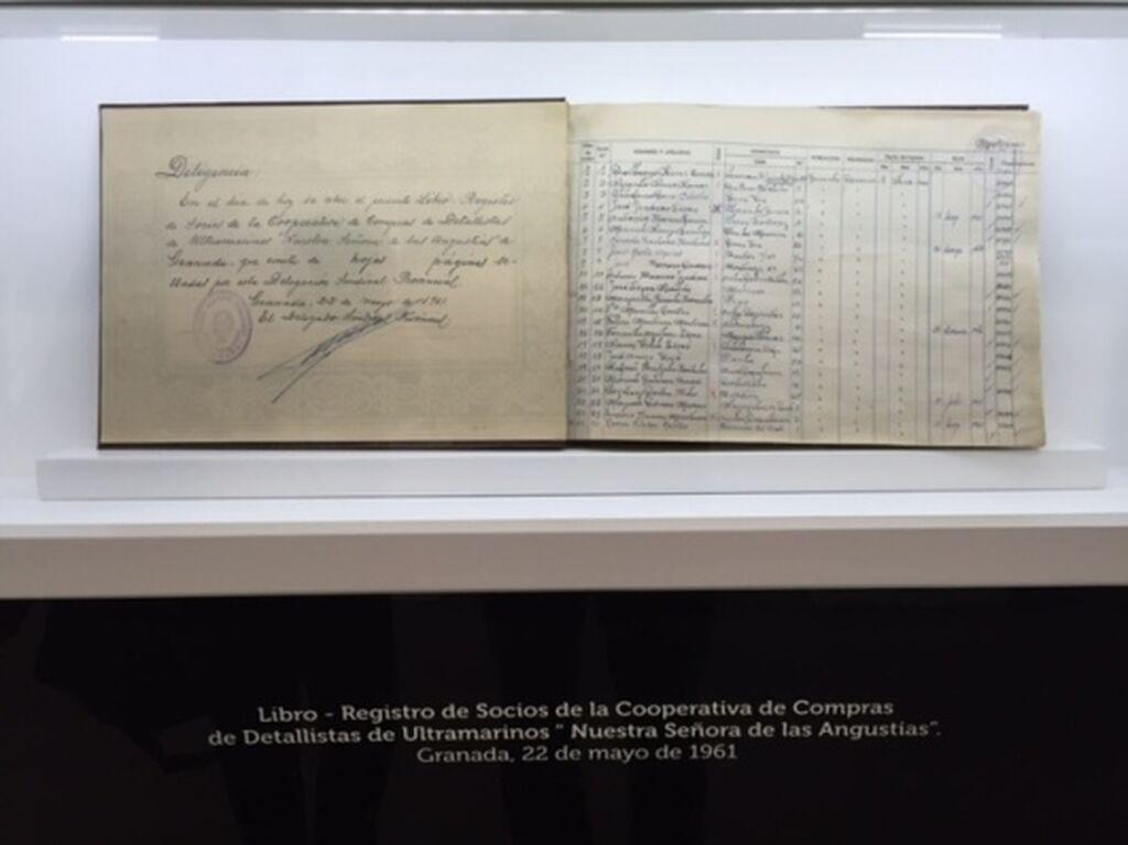 Libro de registro de la cooperativa con los primeros socios fundadores