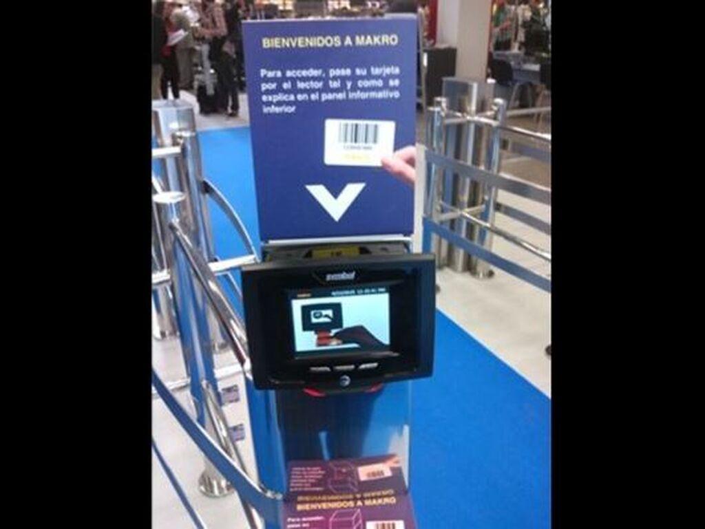 Escáner-lector de tarjetas. Informa a Makro de las necesidades de cada cliente (nuevo consumidor, etc.)