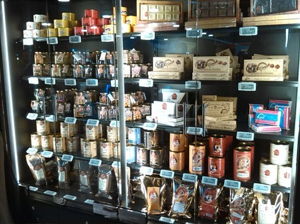 Productos de alta calidad y delicatessen en la zona gourmet