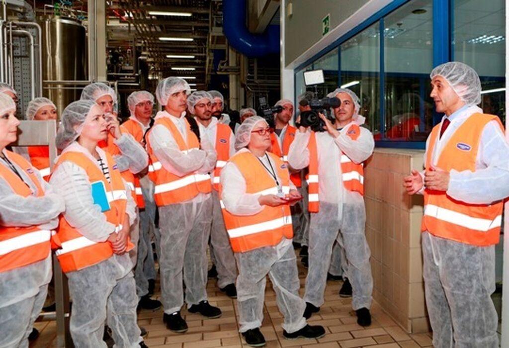 Grupo de periodistas durante la visita a las instalaciones de Danone