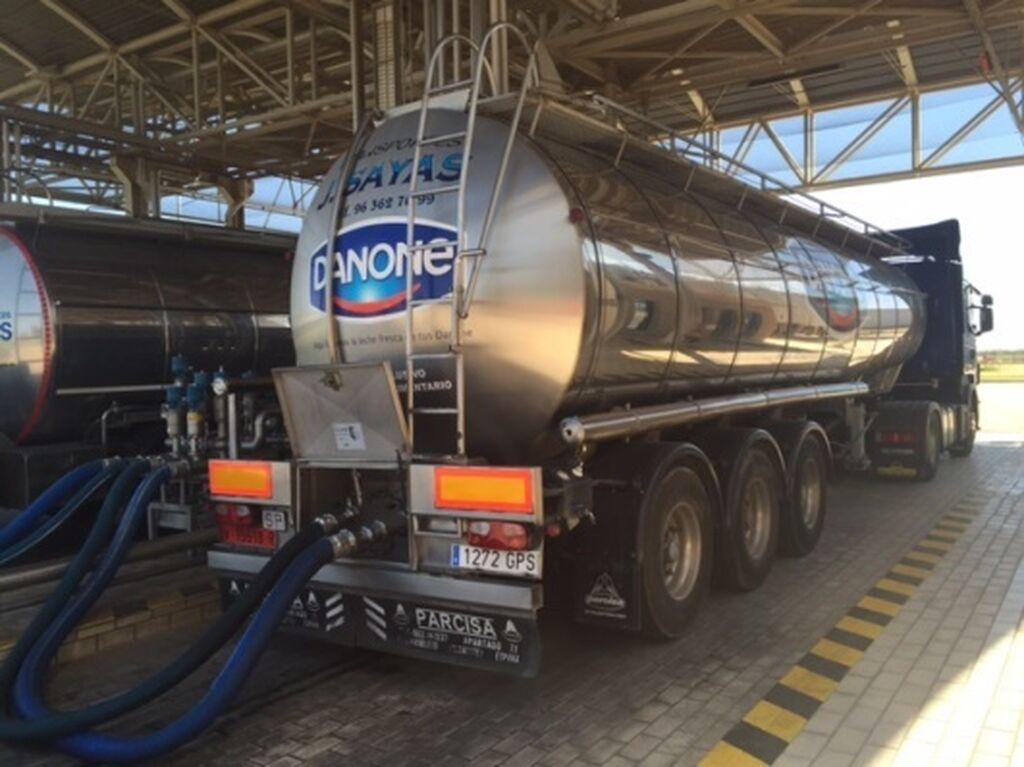 Cada día llegan a la fábrica 250.000 litros de leche procedentes de ganaderías de proximidad