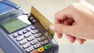 El gasto medio en las compras con tarjeta es el 40% superior al del efectivo