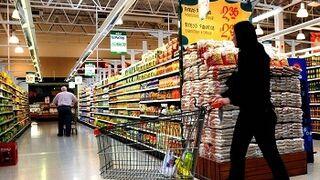 Casi siete de cada diez españoles prefieren comprar en grandes superficies