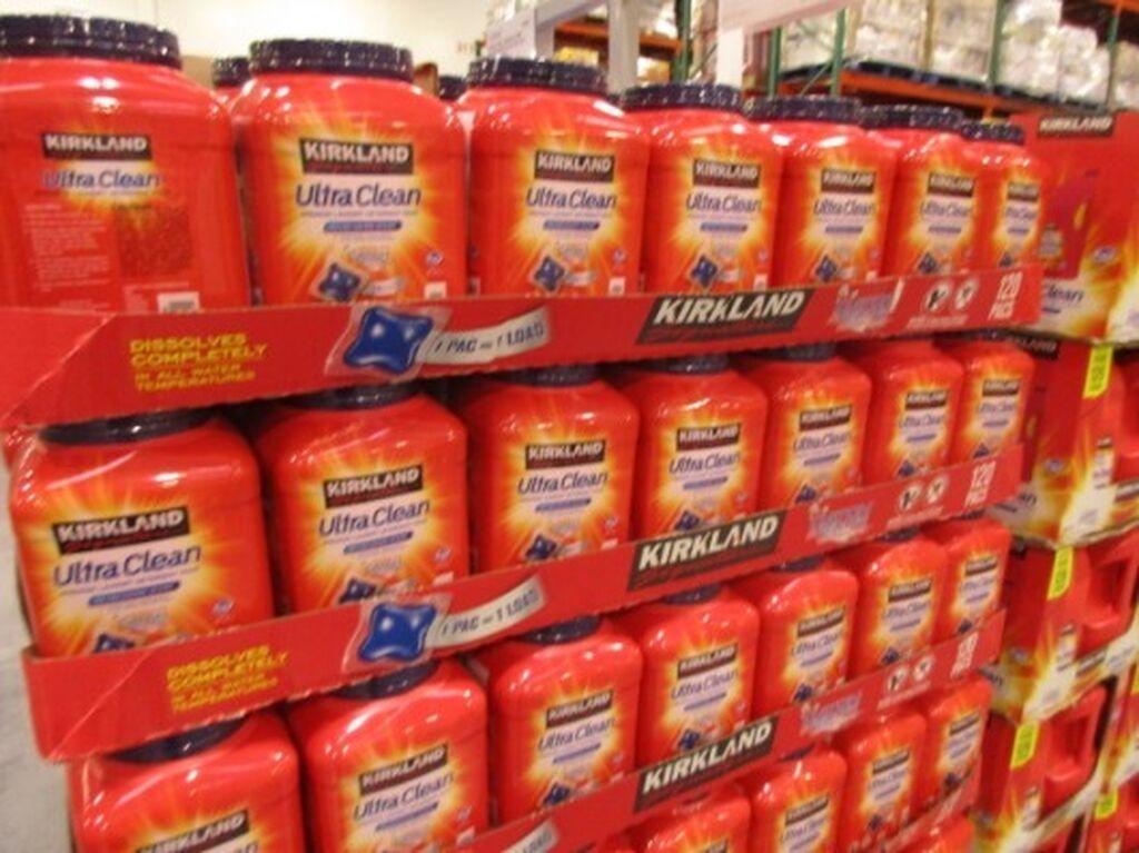 Productos de limpieza de su marca propia Kirkland...