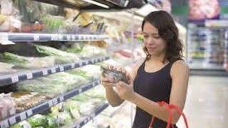 Un tercio de los españoles toma alimentos caducados