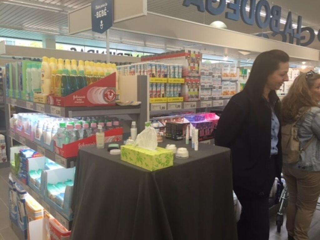 Los consumidores podían probar los productos de perfumería y cosmética