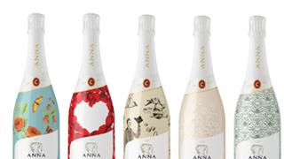 Anna de Codorníu personaliza sus botellas de cava para Navidad