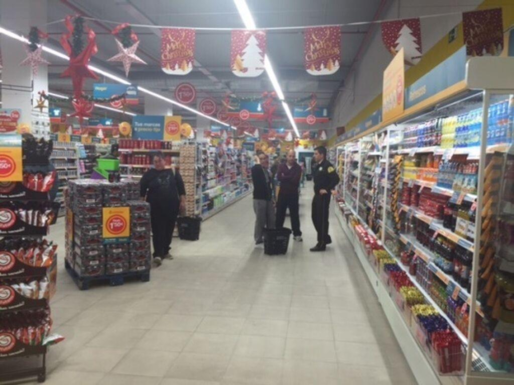 Amplios pasillos en la tienda
