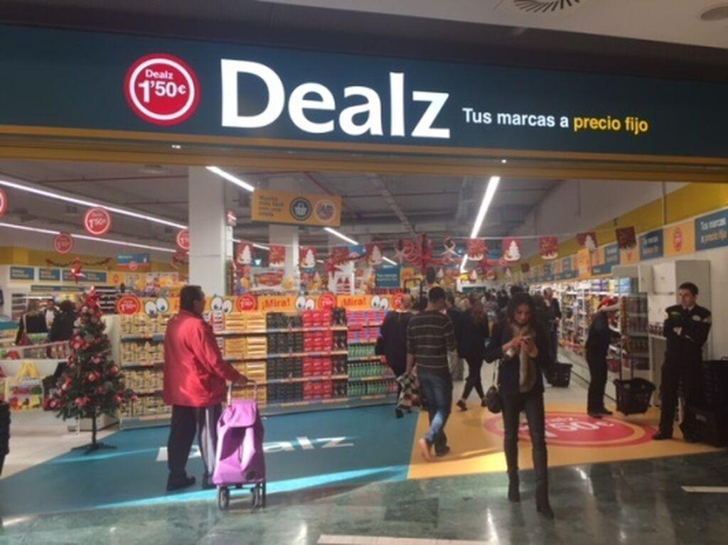 Inauguración de la tienda Dealz en el centro comercial Islazul, la quinta de la cadena en Madrid