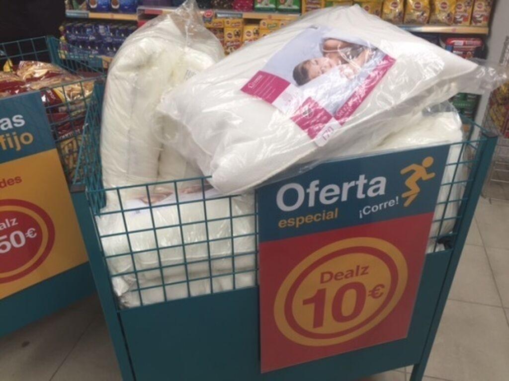 Hay productos más caros, a 10 euros, como estas almohadas
