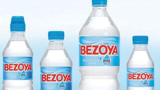 Bezoya vuelve a reciclar botellas con ayuda de la bloguera Gema Casado