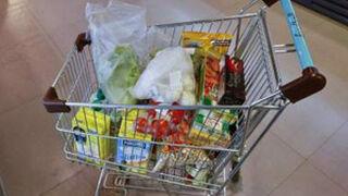Francia ya prohíbe a sus súper tirar alimentos en buen estado
