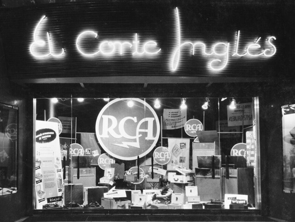 Un nuevo escaparate de El Corte Inglés en los años 50