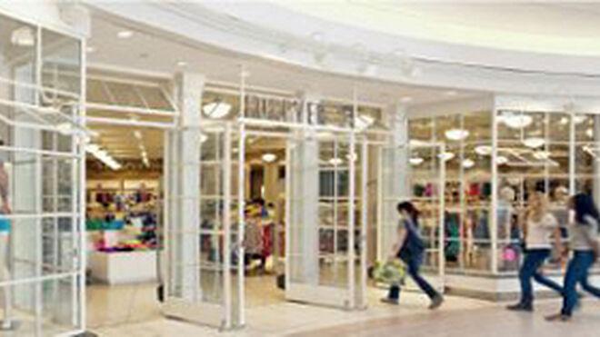 La afluencia a los centros comerciales volvió a caer en marzo
