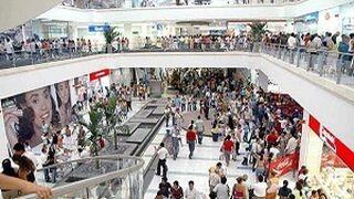 La afluencia a centros comerciales creció en abril respecto a marzo