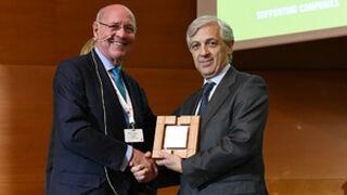 El presidente de Aecoc, Javier Campo, es premiado por el IESE