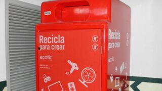 El Corte Inglés 'se llena' de contenedores rojos de reciclaje