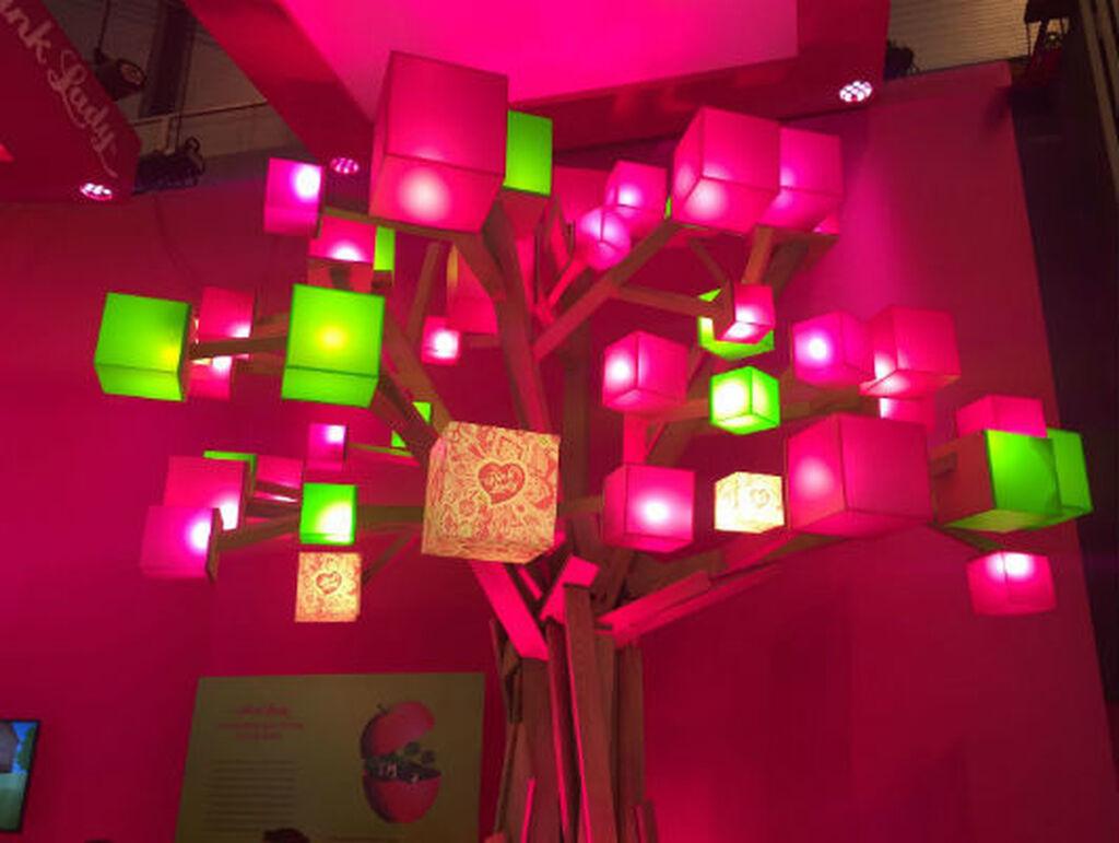 El stand de Pink Lady, de los más llamativos